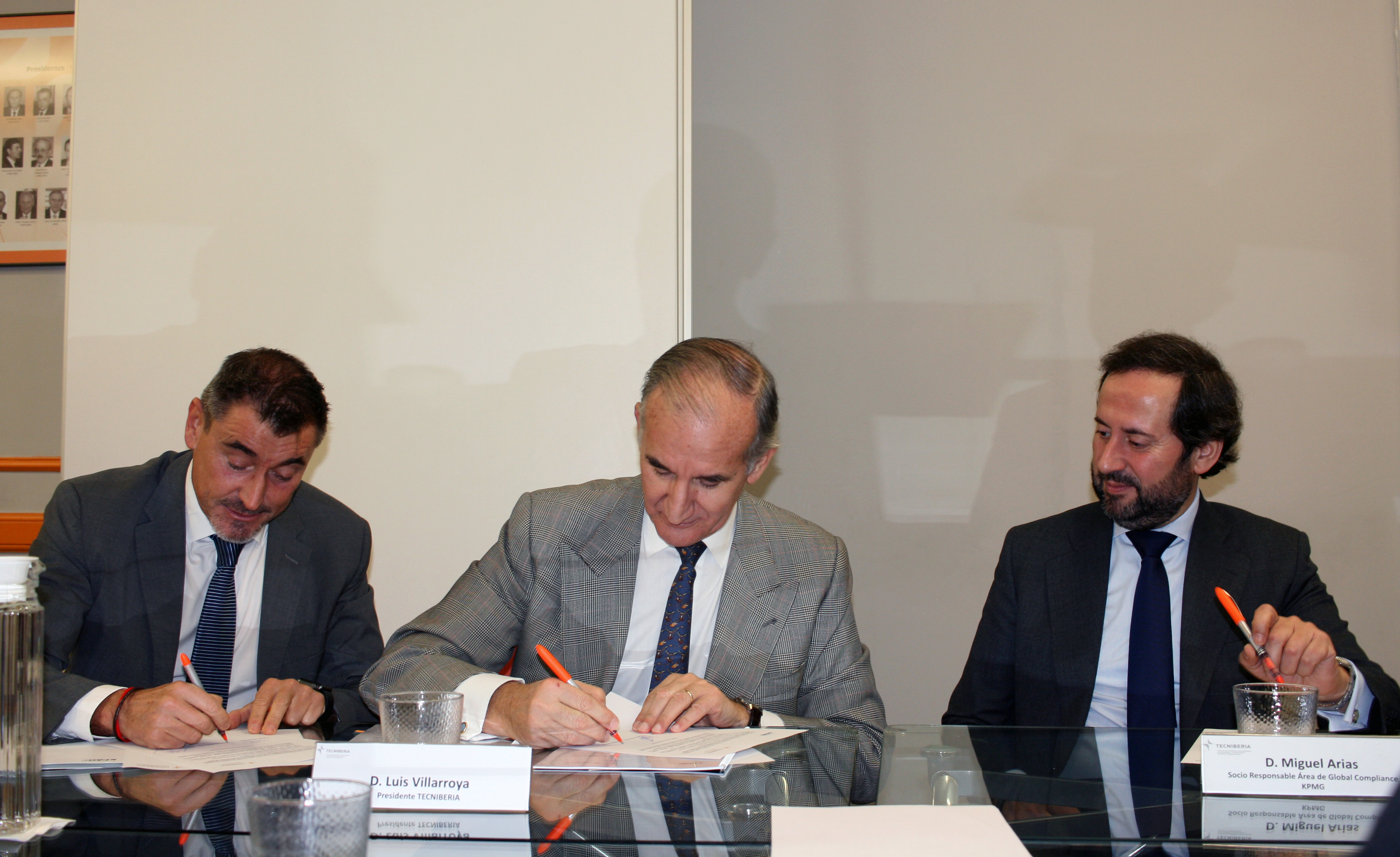 TECNIBERIA y KPMG alianza